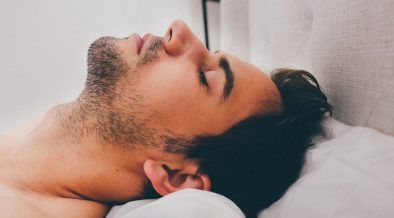 uomo che dorme, disturbi del sonno